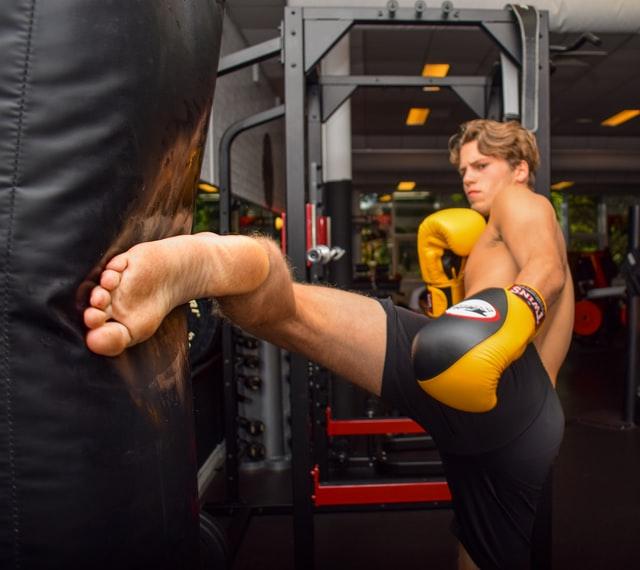 How Muay Thai & Dutch Kickboxing Toughens You Up | Shin conditioning