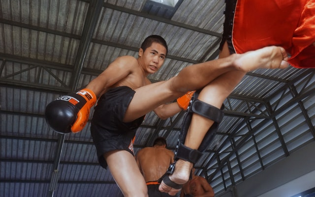 How Muay Thai & Dutch Kickboxing Toughens You Up | Taking Multiple Leg Kicks