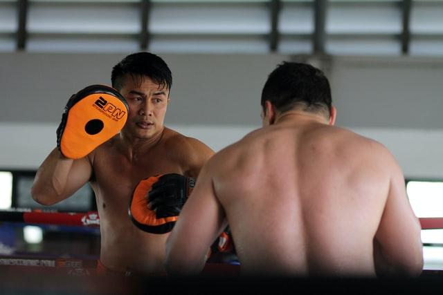 How Muay Thai & Dutch Kickboxing Toughens You Up | Mental Strength